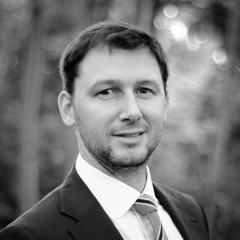 mgr inż. arch. Grzegorz Ziętek archiekt IARP, SAR, właściciel pracowni  biuro@r3d3.pl