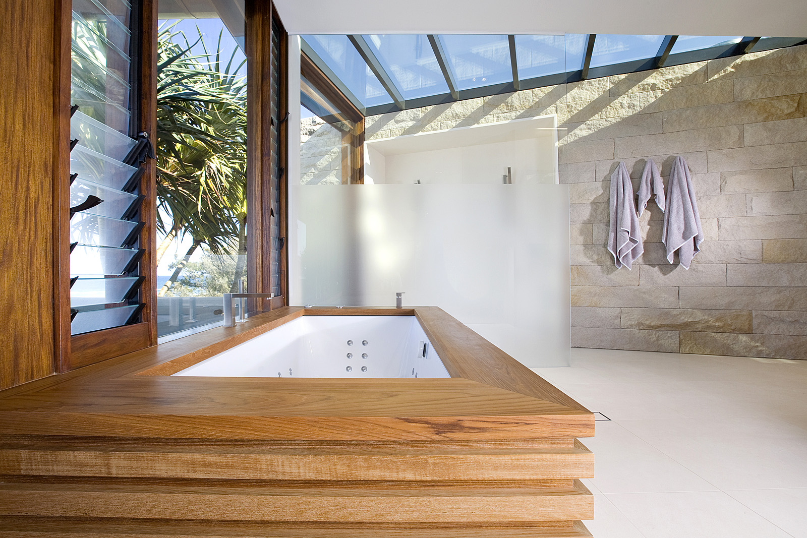 Bathroom luxury: Split faced, sandstone wall