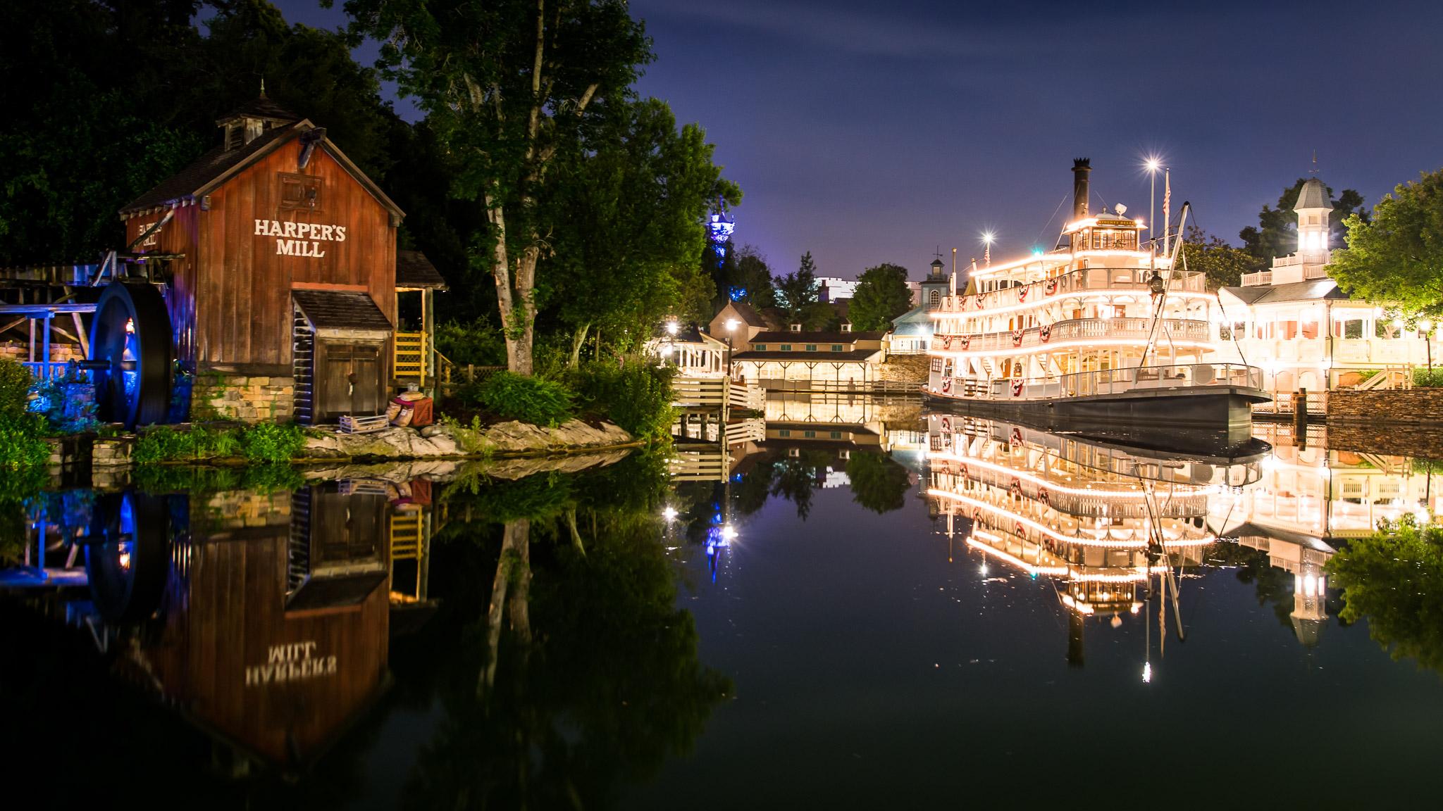 KateTaramykinStudios-Disney-World-Fourth-of July-2015-8.jpg