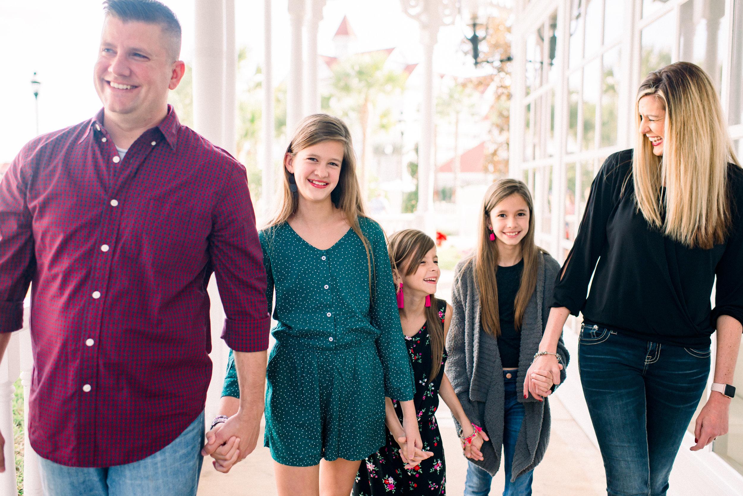 KateTaramykinStudios-Disney-Grand-Floridian-Family-Portraits-Kulwicki-1.jpg