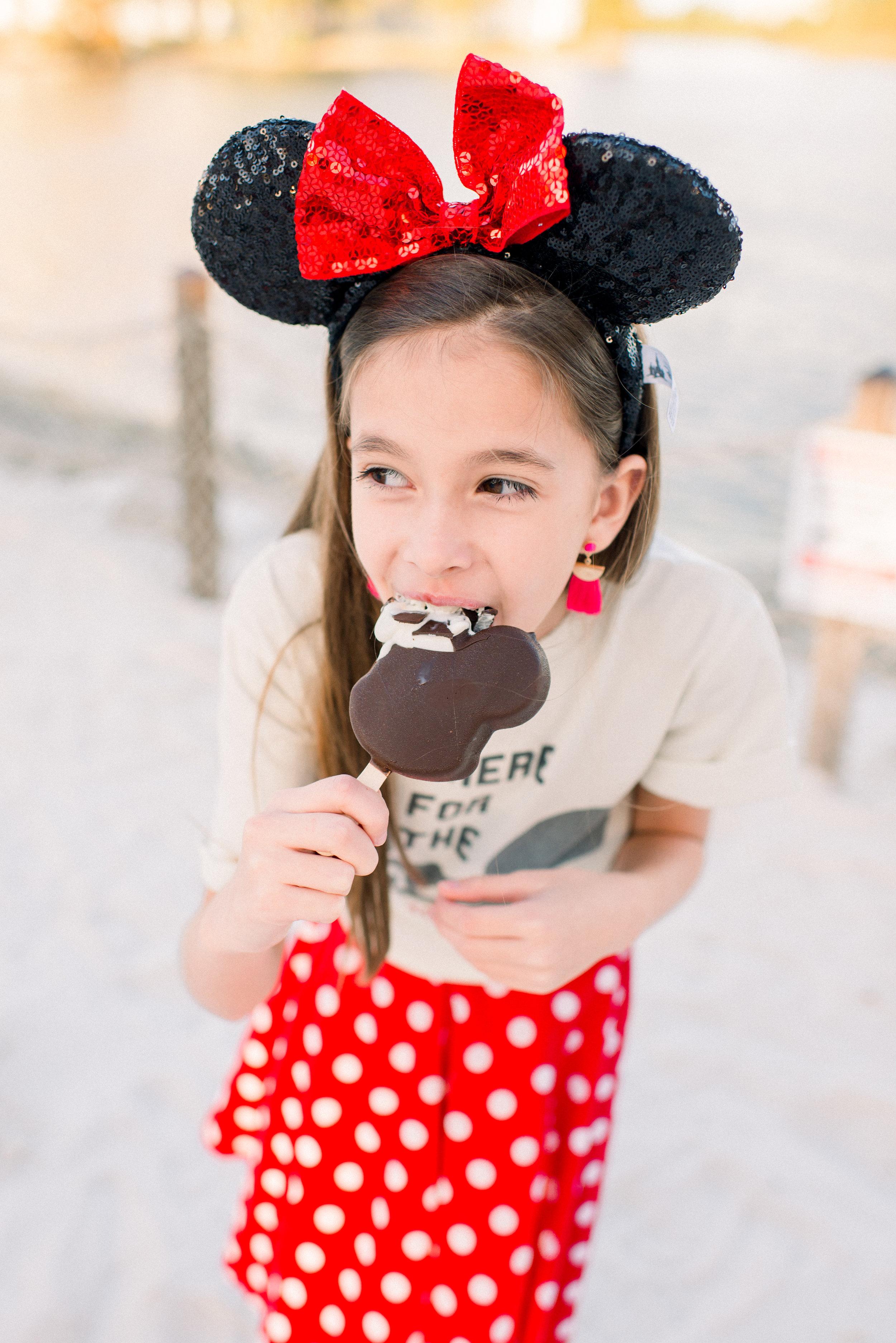 KateTaramykinStudios-Disney-Grand-Floridian-Family-Portraits-Kulwicki-17.jpg