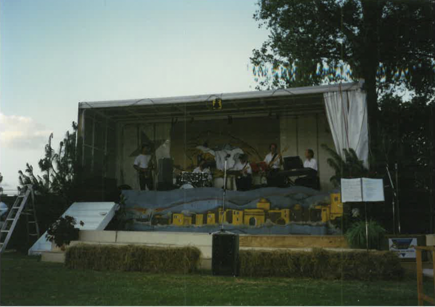 2002 - After continuing to grow and develop, the event moved to a new venue on the rear sports field of Bethlehem College. Still held on Christmas Eve, 'The Night Before Christmas' continued to grow as a traditional carols by candlelight service.
