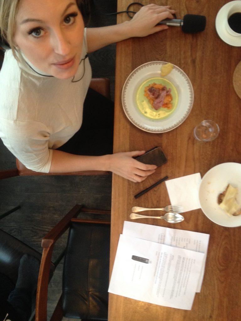 Sveriges radio vid matbordet hemma hos David