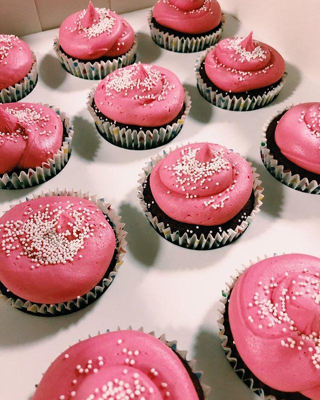 bright pink red velvet cupcakes for team girl for a baby shower. . . . #cakepopsandco #cakepops #cake #cakesofinstagram #pop #dessert #cupcakes #frosting #sprinkles #pink #sweet #likeforlikes #desserts