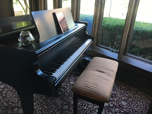 Had a great night playing for a high school graduation party at the St. Clair Country Club! Click the link in our bio to book background music for your next event! 🎹🎻⬇️