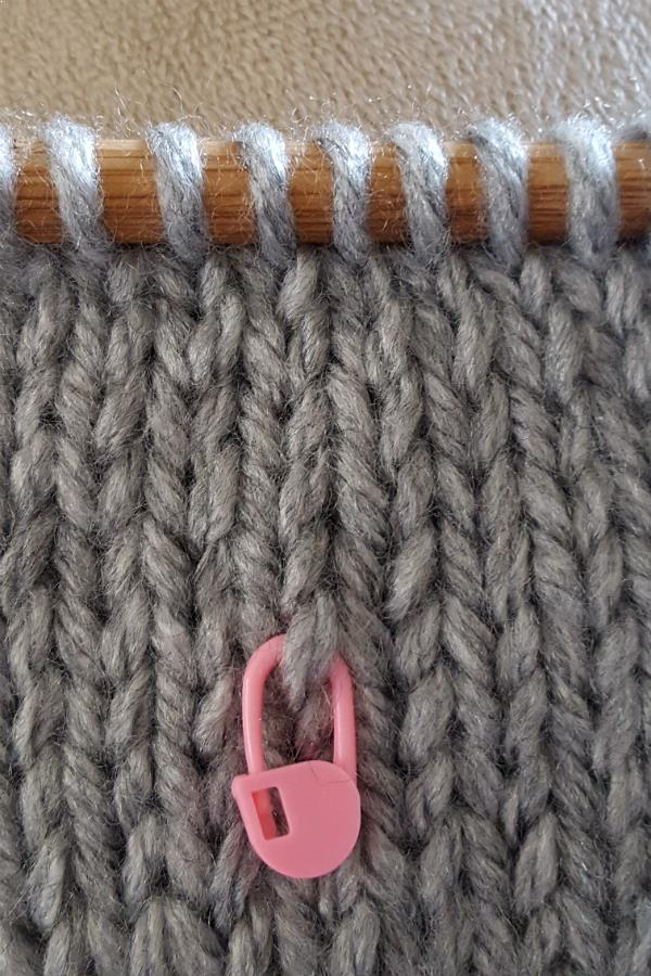 count-rows-stocking-stitch-marker.jpg