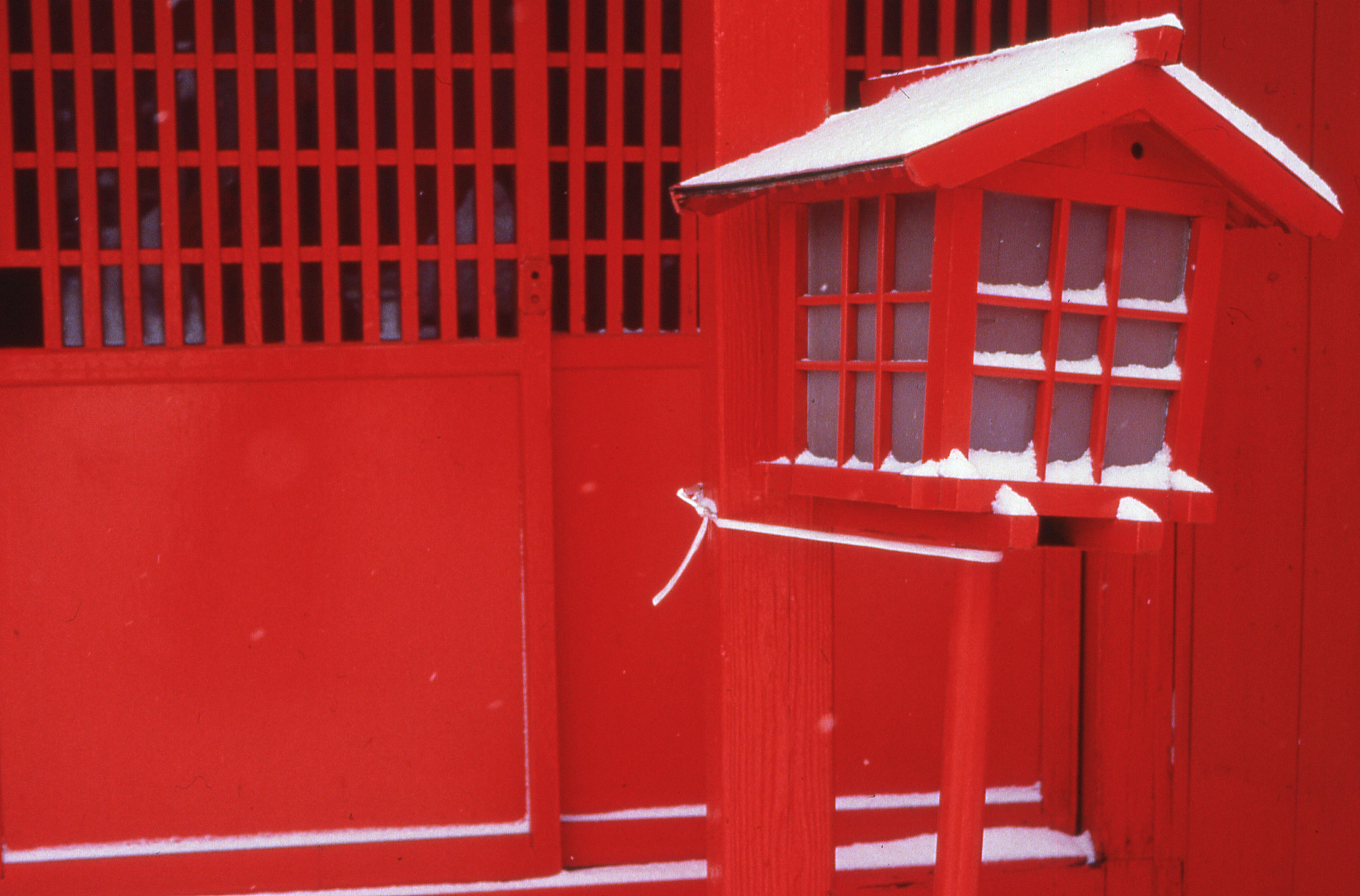 red lantern in snow-190.jpg