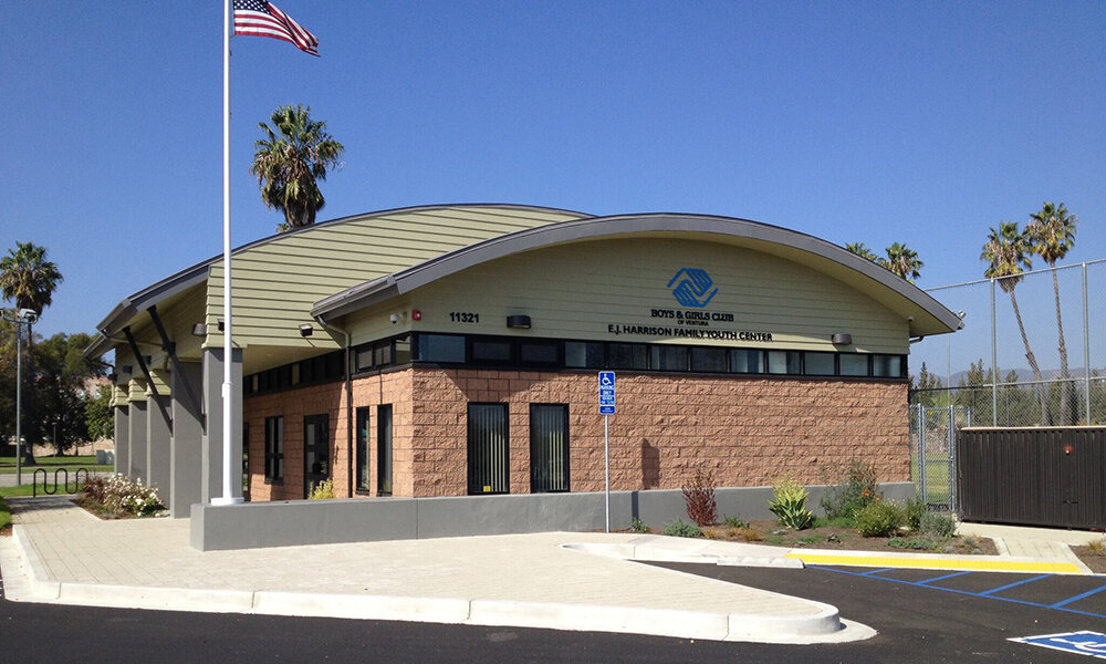 Boys & Girls Club of Ventura - Ventura, CAStructural design of this new (4,500 sq. ft.) building. Bow string steel joist roof. Steel tube framed spandrel windows on all sides over CMU shear walls below.