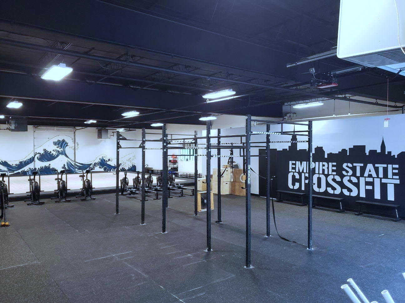 ESCFWhite Plains - > Empire State CrossFit has come to White Plains! The same quality product that's been around since 2010 has expanded to a new location.> Reduced membership for first 50 members. (Hurry, spots are filling quickly!)> Newly renovated facility that includes:* Men's and Women's locker rooms (with 2 showers each)* FREE Street Parking* Located half a mile from the White Plains train station and even closer to I-287 and the Bronx River Pkwy.