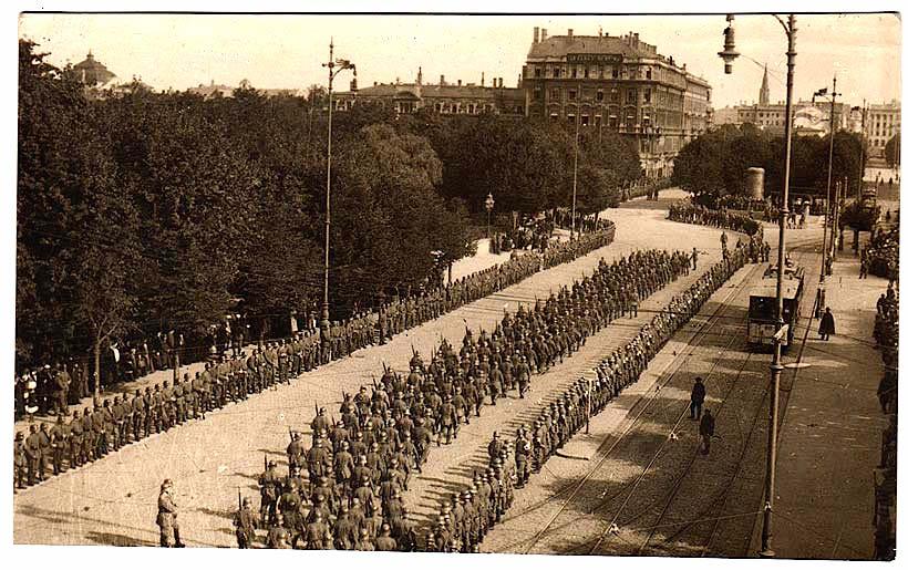 German troops enter Riga, September 1917.