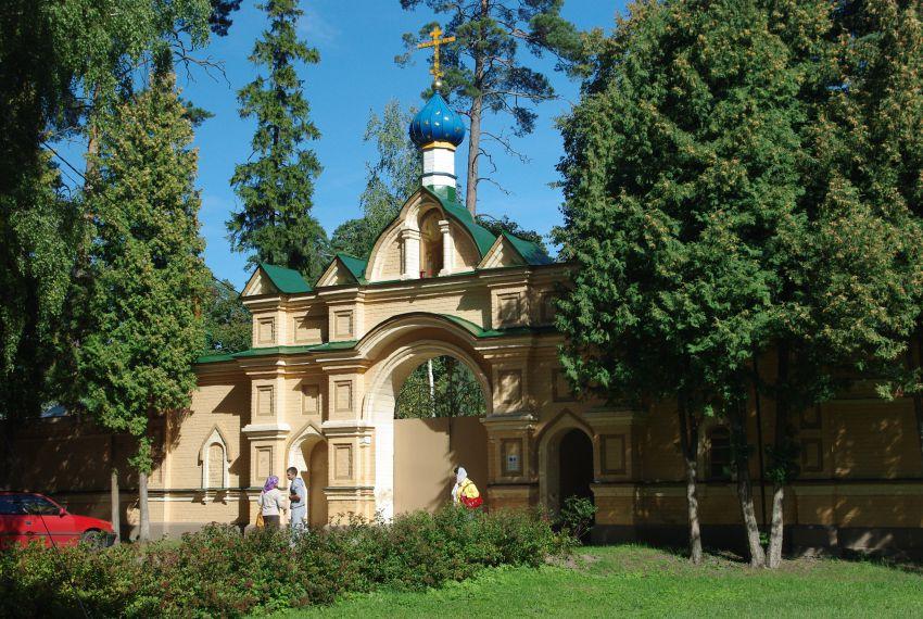 The modern Spaso-Preobrazhenskii hermitage in Valgunde