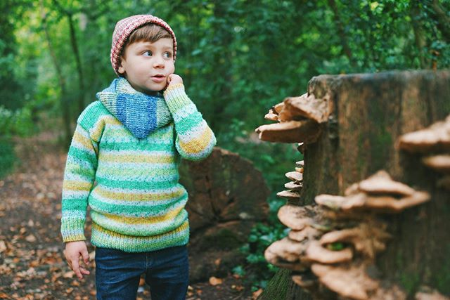 Oliver's wearing a sweater, scarf and hat from the Splash Collection - now available on my website! 🍀🌼🌿 I'm so lucky to have the cutest and prettiest model, who's also my biggest inspiration for the kids range! 👦🏼💘