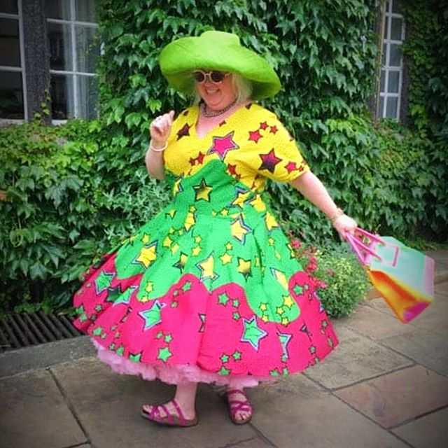 Sarah!  Full of life and colour.... just one look at her dress says it all! A bespoke creation, made for her by Ali Wall.