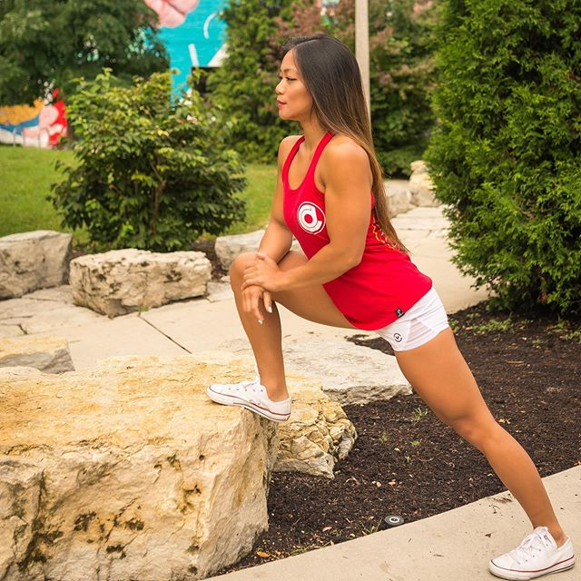 What do you think @cdfitness.chi is thinking about while stretching ? 🤔