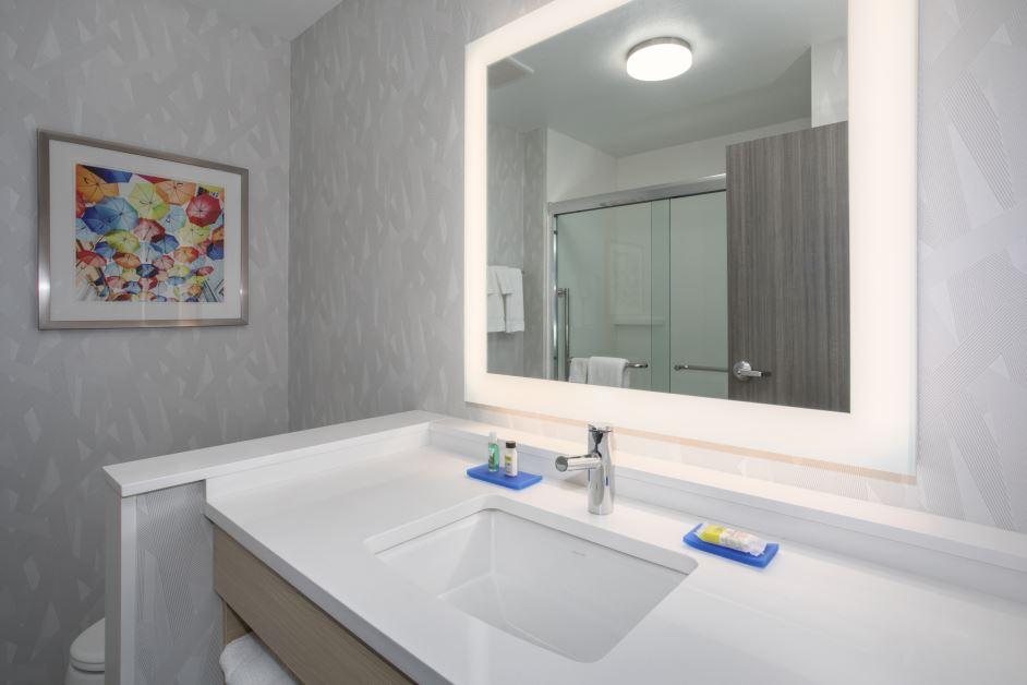 Photo 6 Guest Bath.JPG