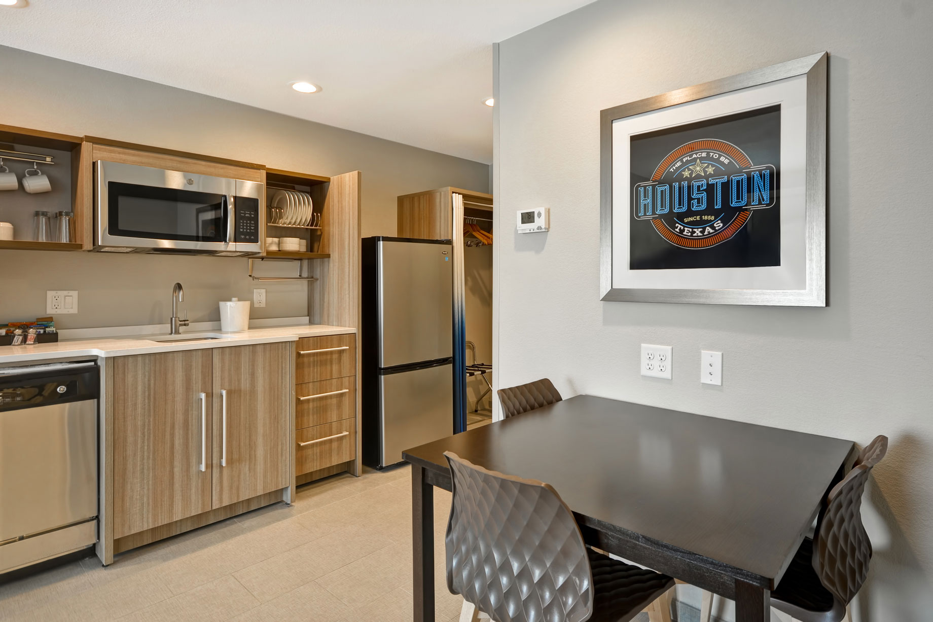 Photo-6-Suite-Kitchen-and-Dining.jpg