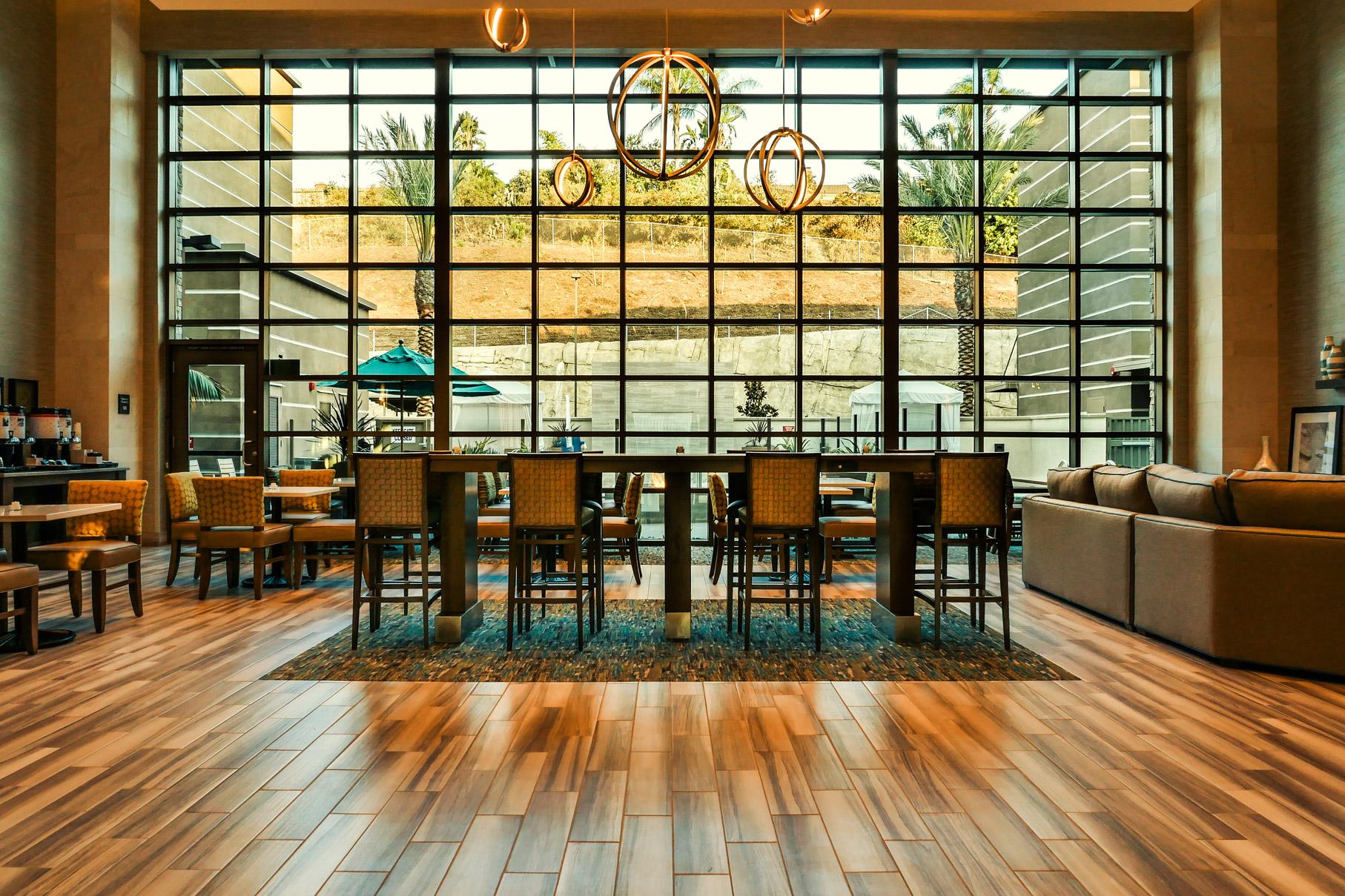 web_Photo-2-Communal-Table-in-Lobby.jpg