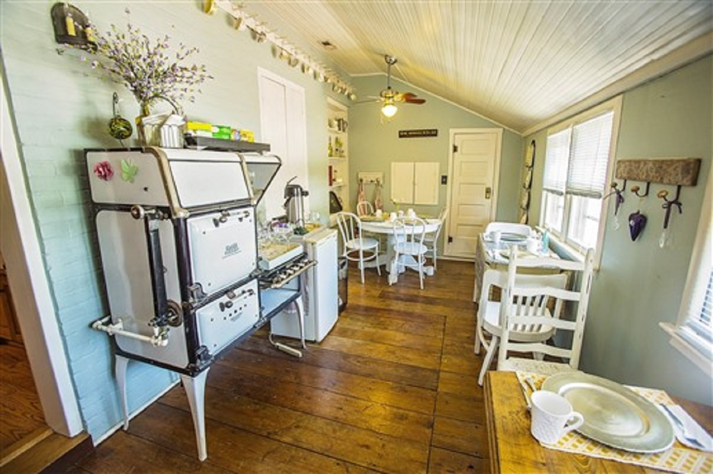 The House - Rated as one of Weston's Premier Bed and Breakfast Facilities your stay includes:Private Bathroom in every room with shower or jacquzzi tubQueen Sized Antique Bed with Lucid Dream Memory Foam MattressShampoo, Conditioner, and Local Body WashOriginal chimneys and gas/electric fire placeIron and ironing board availableComplimentary Wi-Fi
