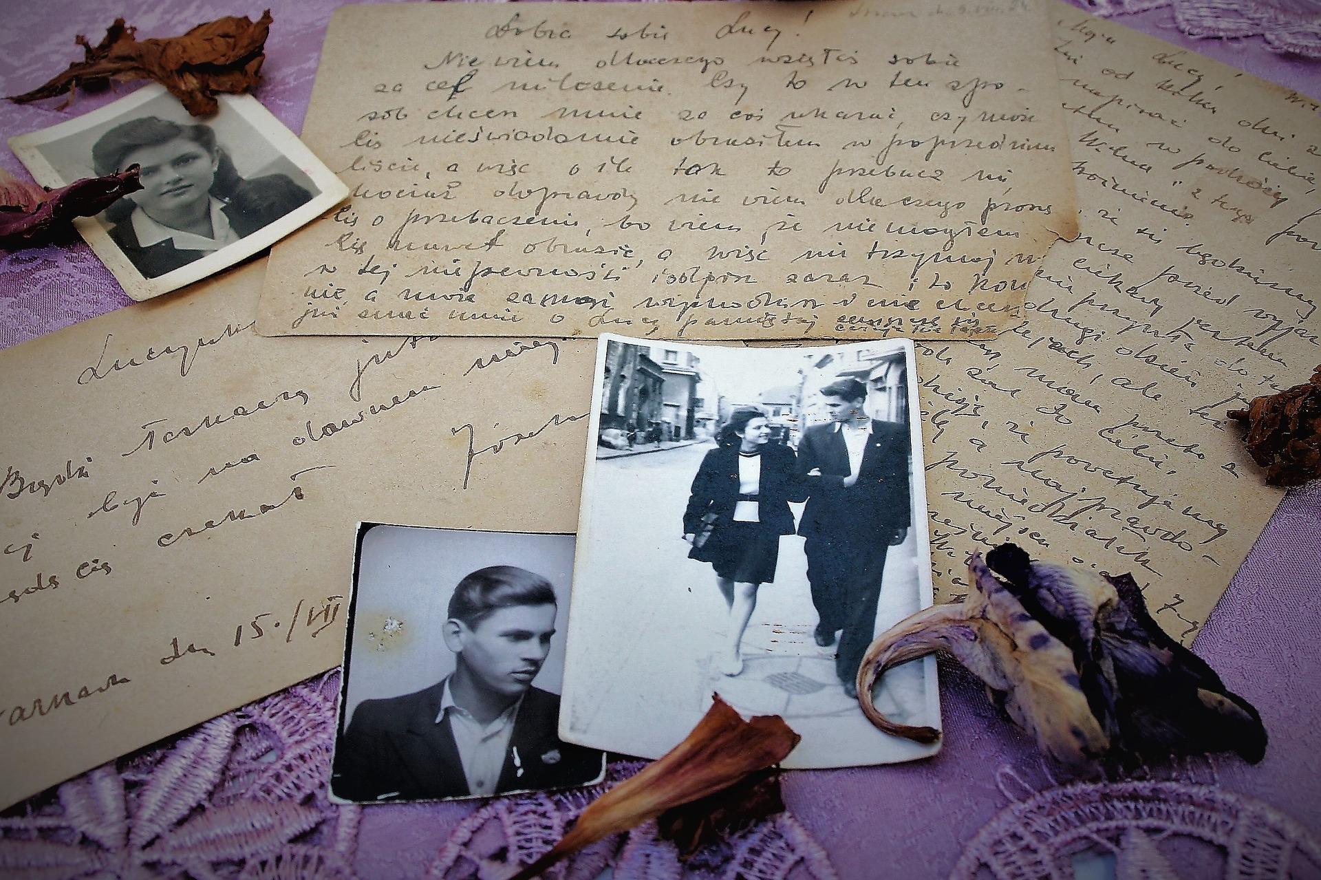 old-photos-3054903_1920.jpg