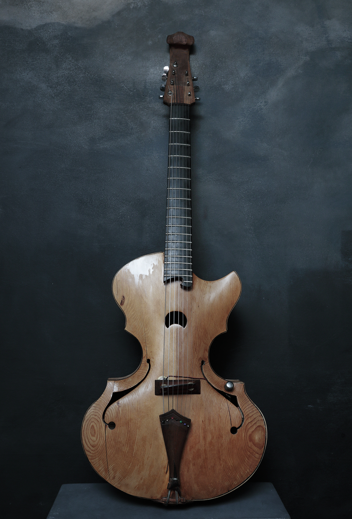 7-STRING BOWABLE ARCHTOP GUITAR