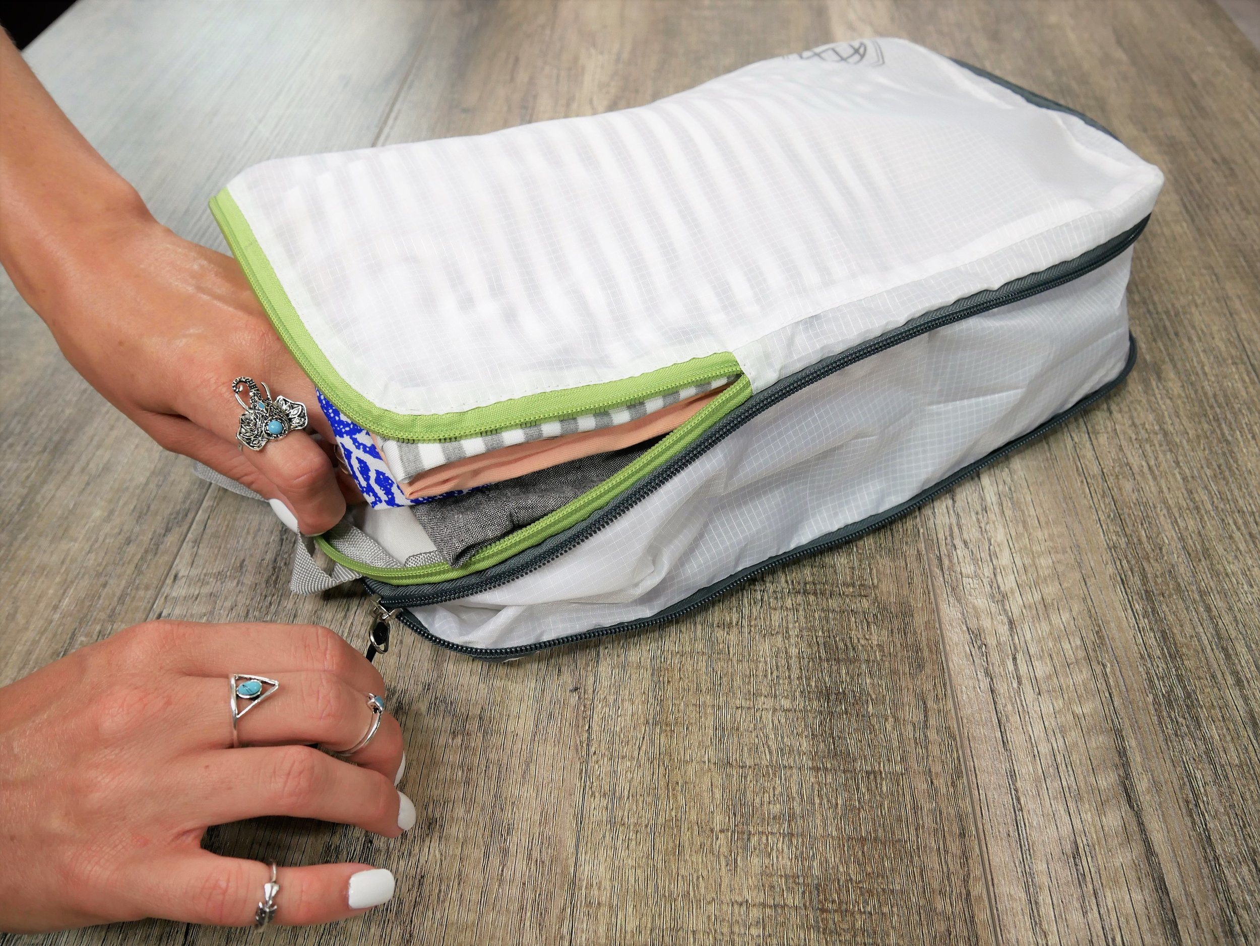 Easy to use - Compression packing cubes help you with packing your clothes by compressing the air out of them. These compressible (and expandable) cubes use a two zipper system to help eliminate the extra bulk when packing your luggage. The zippers literally compress your clothes together and eliminate wasted space.