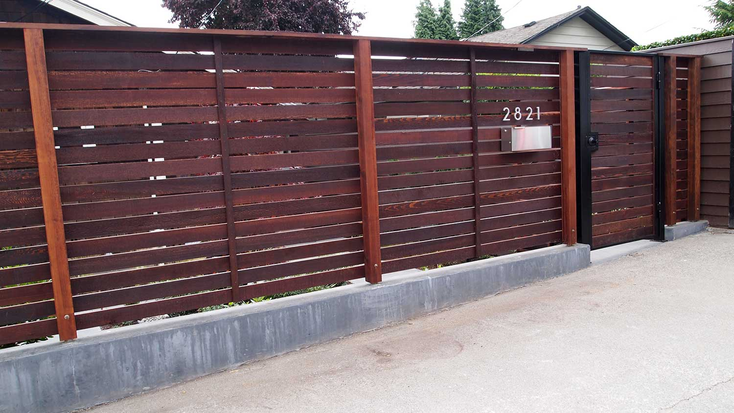 STEEL FRAMED LOCKING GATE WITH ENTRY LIGHTING