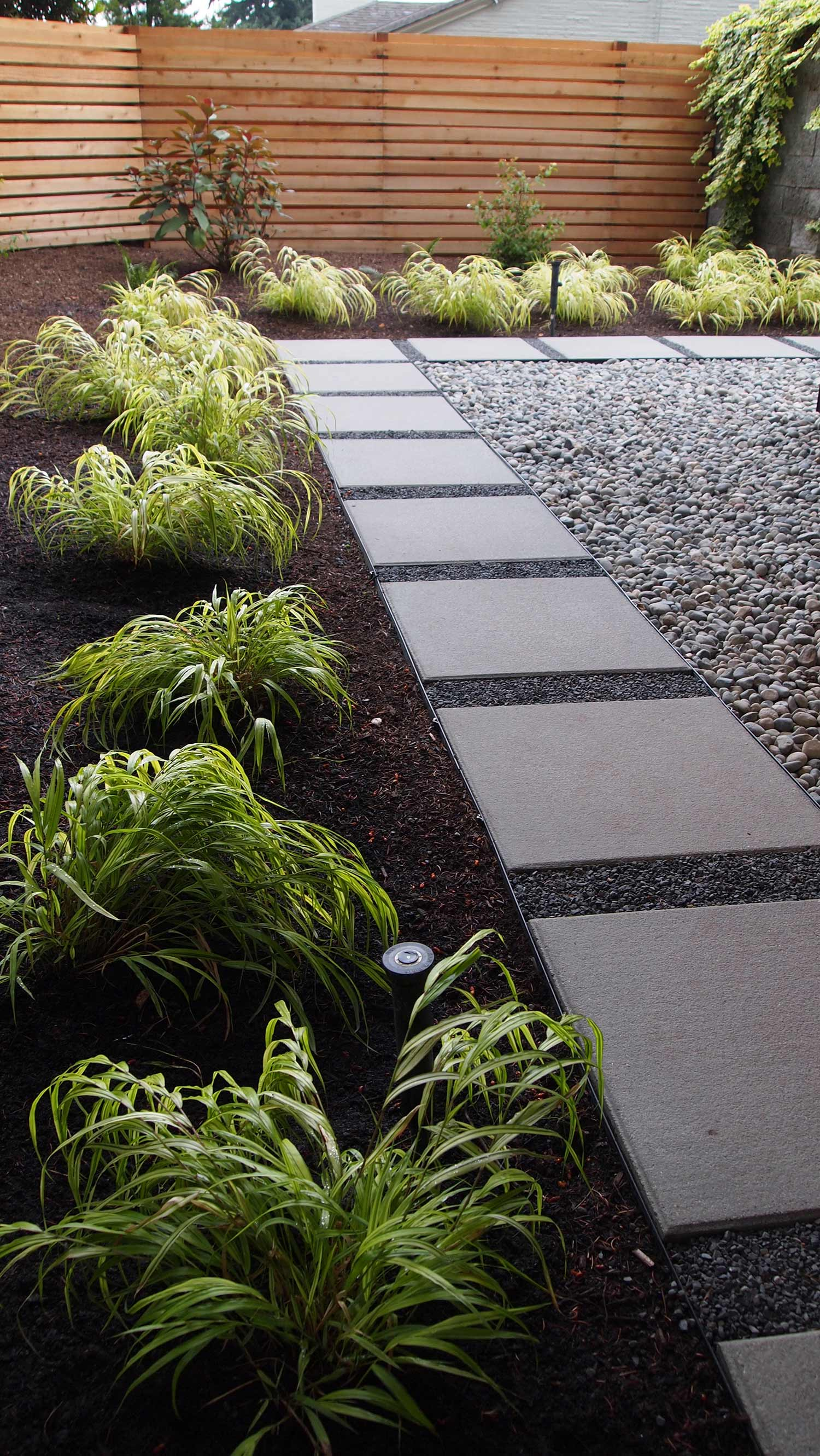 STEEL EDGING FOR A LOW MAINTENANCE PATHWAY