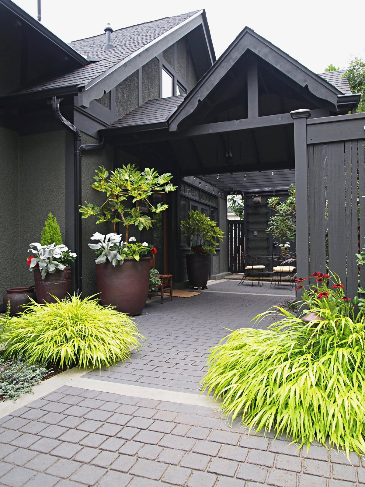 SYMMETRICAL PLANTINGS SIGNIFY A THRESHOLD AND WELCOME GUESTS IN