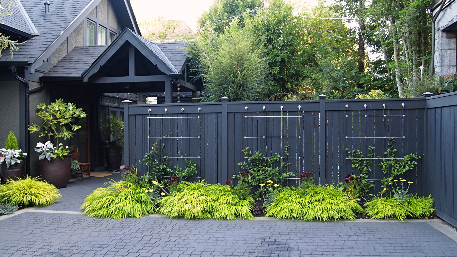 LOW PROFILE WIRE TRELLISING SHOWS OFF FENCING