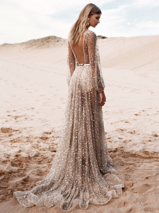 CHOSEN BYONE DAY - PRICE RANGE: $2700-$7000NON-TRADITIONAL - IN THE BEST WAY.CHOSEN embodies the fashion conscious bride.Their gowns and accessories effortlessly blendfashion forward concepts and edgy Bridal looks.A CHOSEN bride believes less is more,but is ready to make a statement.