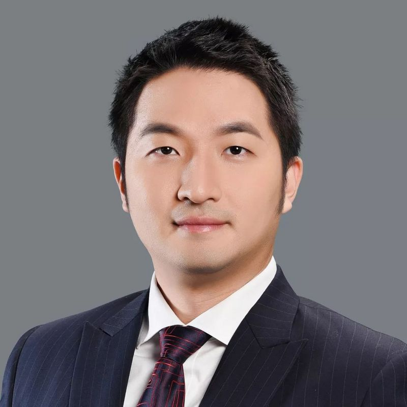 Kenneth Xu   Kenneth specialises in banking and financial business at King & Wood Mallesons where his major clients include leading fintech companies Dianrong and Magic Fintech. He was one of Starwin Capital's founding team, responsible for fund raising, investment and management. Since 2015, he has concentrated on the encrypted currency and blockchain industry. Kenneth has a master's degree from Fudan University.