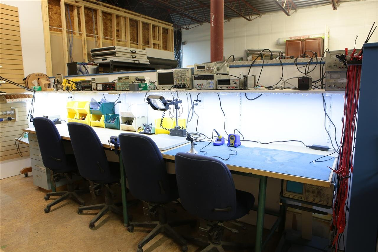 17-Electronics-workbenches.jpg