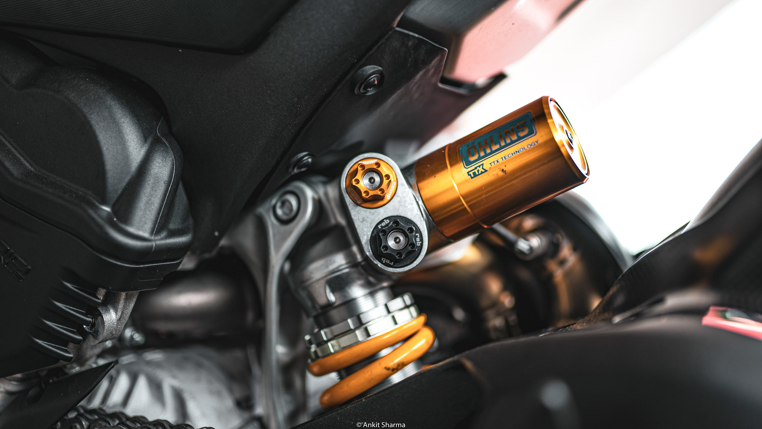 The Ohlins TTX 36 Rear shock are just like that one friend we always annoy when we are under pressure- a friend who always handles things with ease. Because your friend can handle a lot of pressure. The more force your shock can handle, the less unnecessary force you put out in your tires.