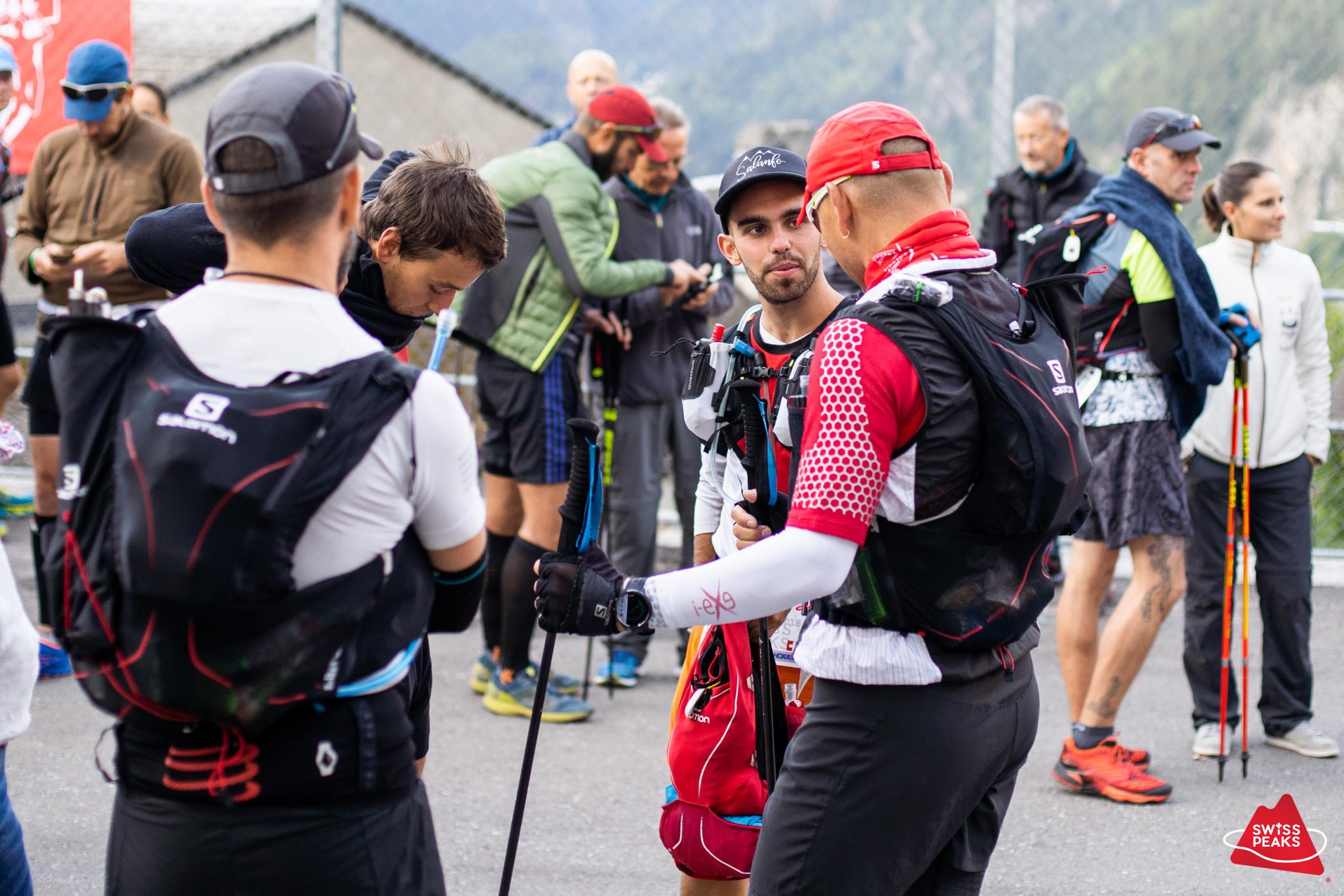 SwissPeaks Trail_Coureurs discutent.jpg