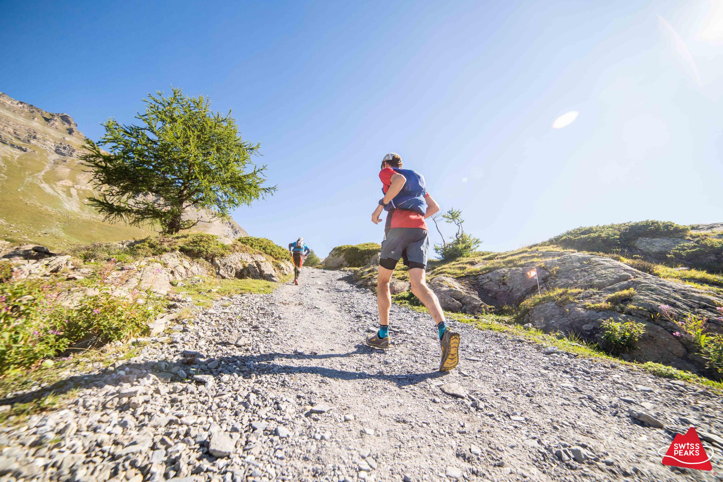 SwissPeaks Trail_Coureurs montent.jpg