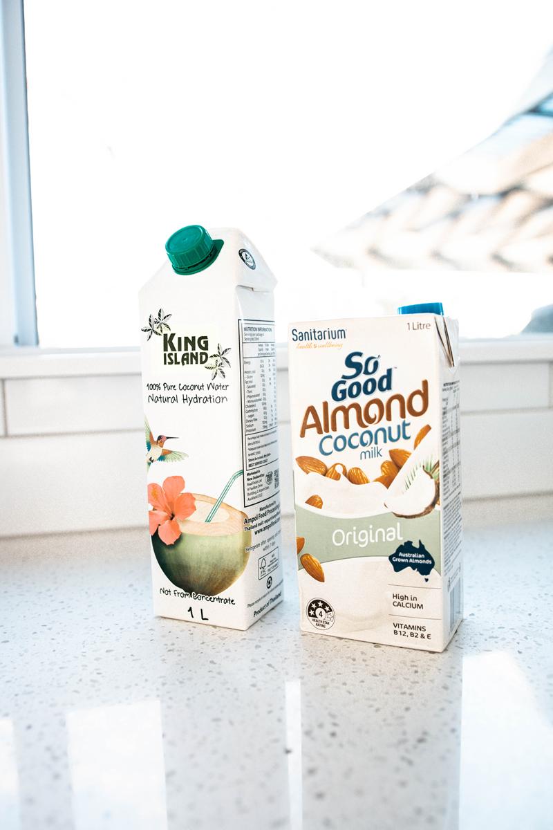 hemp-seed-smoothie-ingredients-almond-milk.png