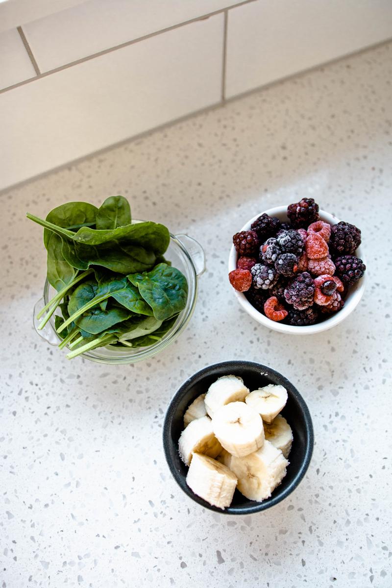 hemp-seed-smoothie-ingredients-spinach.png