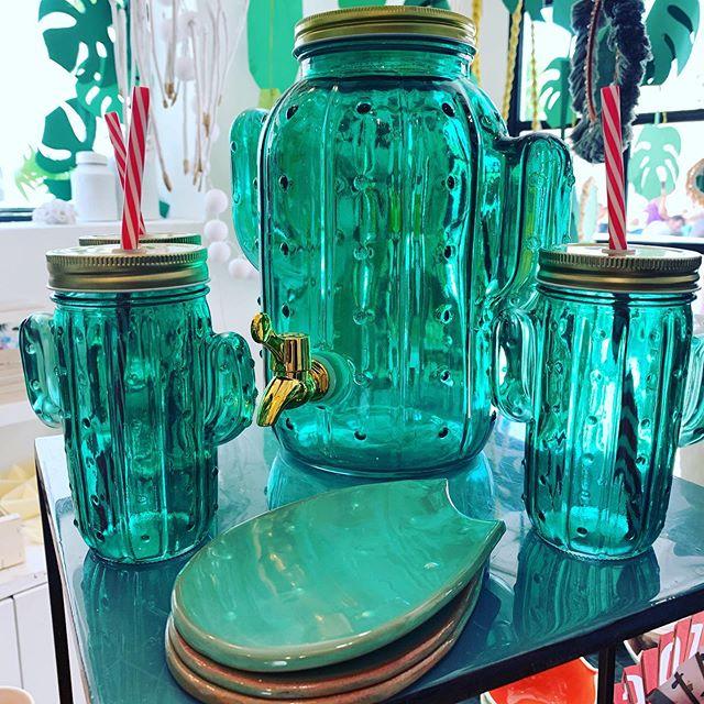 Dispensador y vasos cactus! Color y alegria! Estamos en puro verano #cactus #verde #conceptstore #aguamarga #aguaamarga #cabodegata
