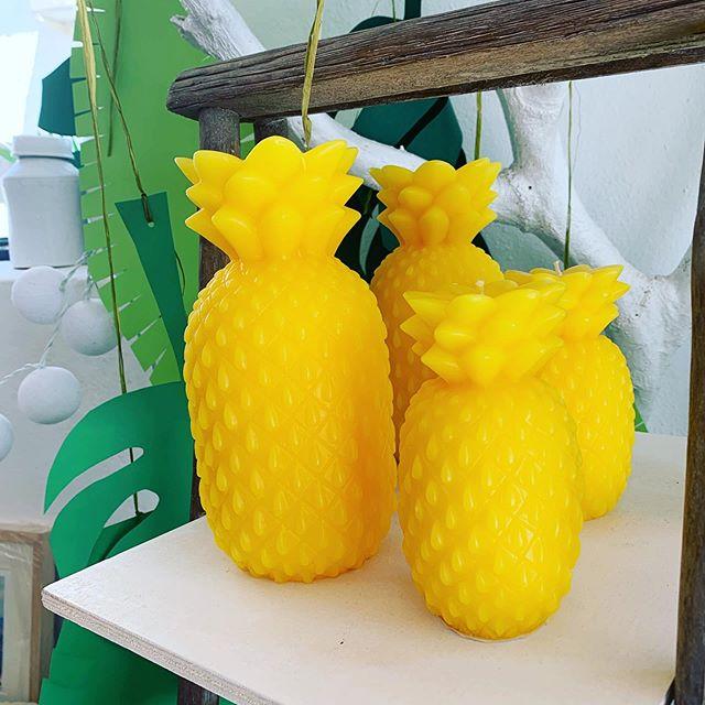 Color y alegria! Estamos en puro verano #piña #vela #amarillo #conceptstore #aguamarga #aguaamarga #cabodegata