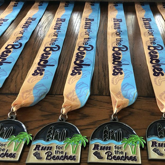 We love the finisher medals!!! All thanks to Stride Awards for adding REAL BEACH SAND under the translucent sun catcher style 🤪💙 @stride_awards