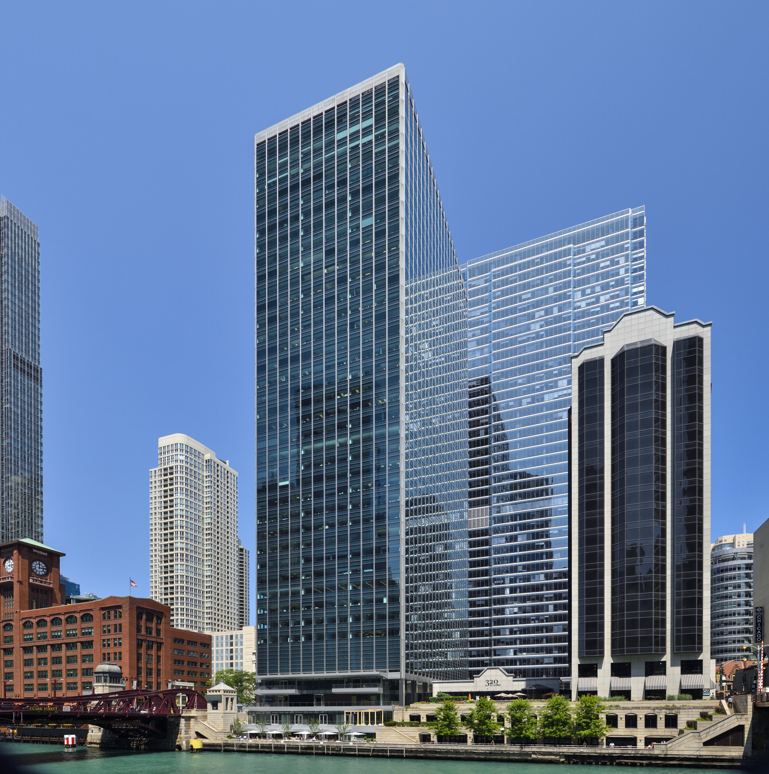 321 N Clark Street   Chicago, IL  Property Type: Office  Partners: American Realty Advisors, Hines