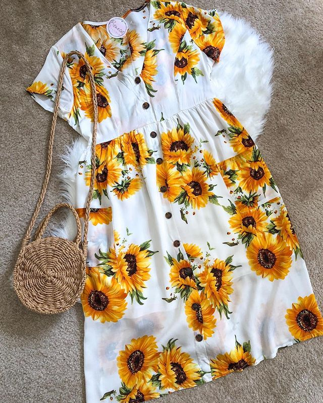 Perfect casual dress for the Summer! 🌻🌻🌻 For my junior/petite bonecas. (Sizes S-L available-tap picture to shop) . . . . #sunflowerdress #juniorsunflowerdress #bonecaboutique #bonecababes