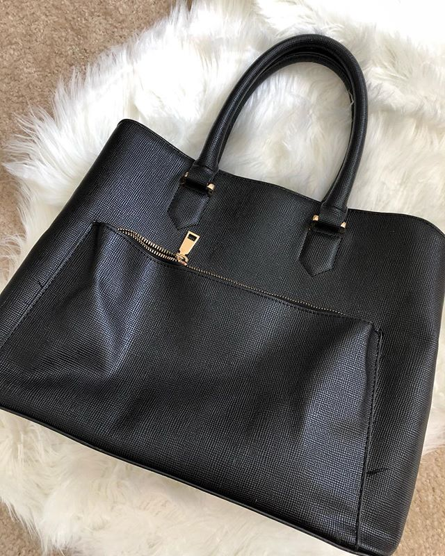 Big black handbag added to our lovely consignment corner!👜 All items from the Consignment Corner are either gently used or still have tags on them. Check descriptions to find out. . . . . #bonecababes #consignmentboutique #consignmentcorner #bonecaboutique