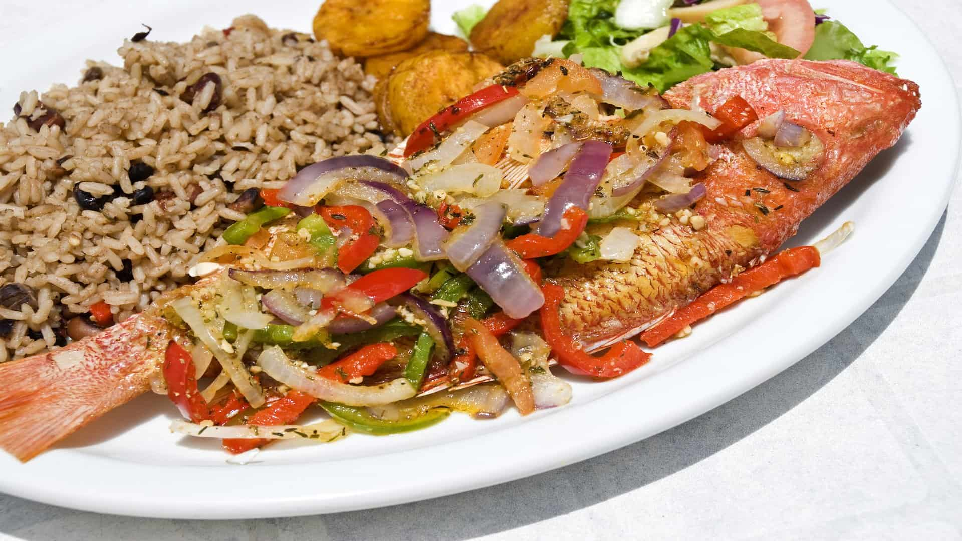 top-ten-foods-in-costa-rica_whole-fried-red-snapper.jpg