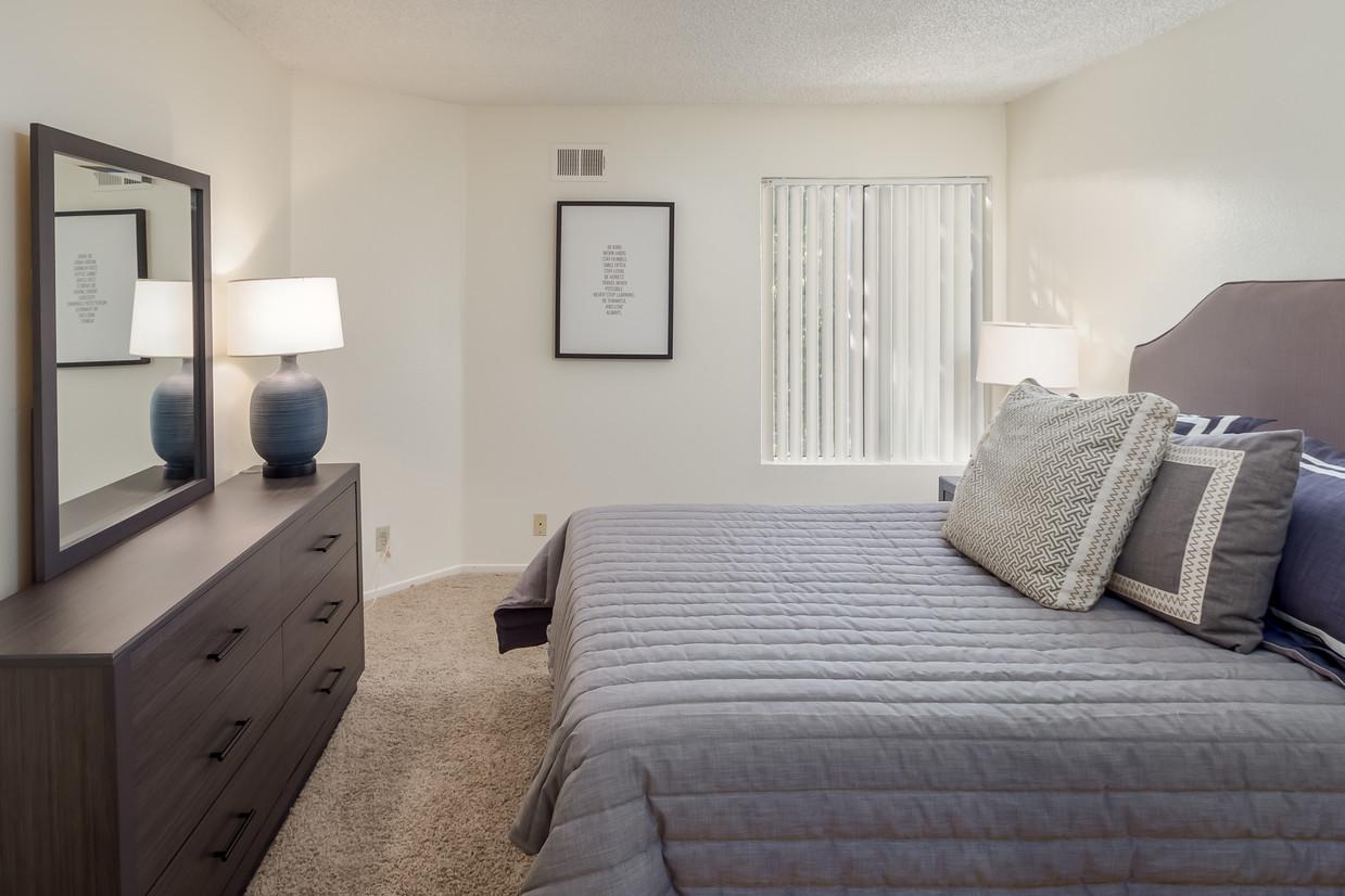 pepperwood-apartments-vista-ca-bedroom.jpg