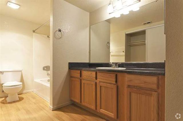 meadow-creek-apartments-san-marcos-ca-bathroom.jpg