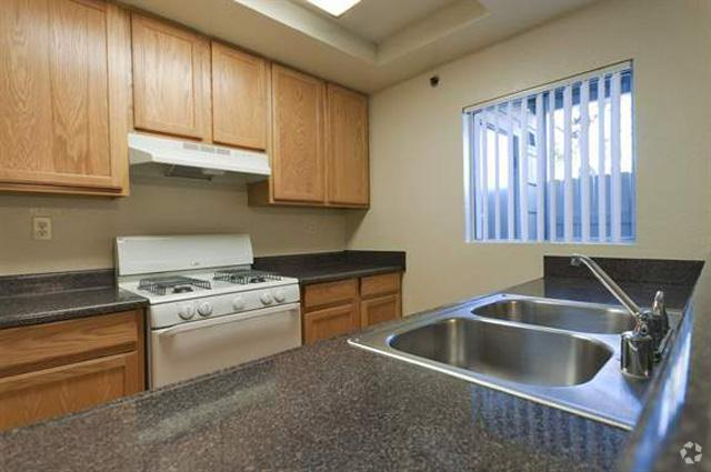 meadow-creek-apartments-san-marcos-ca-kitchen.jpg