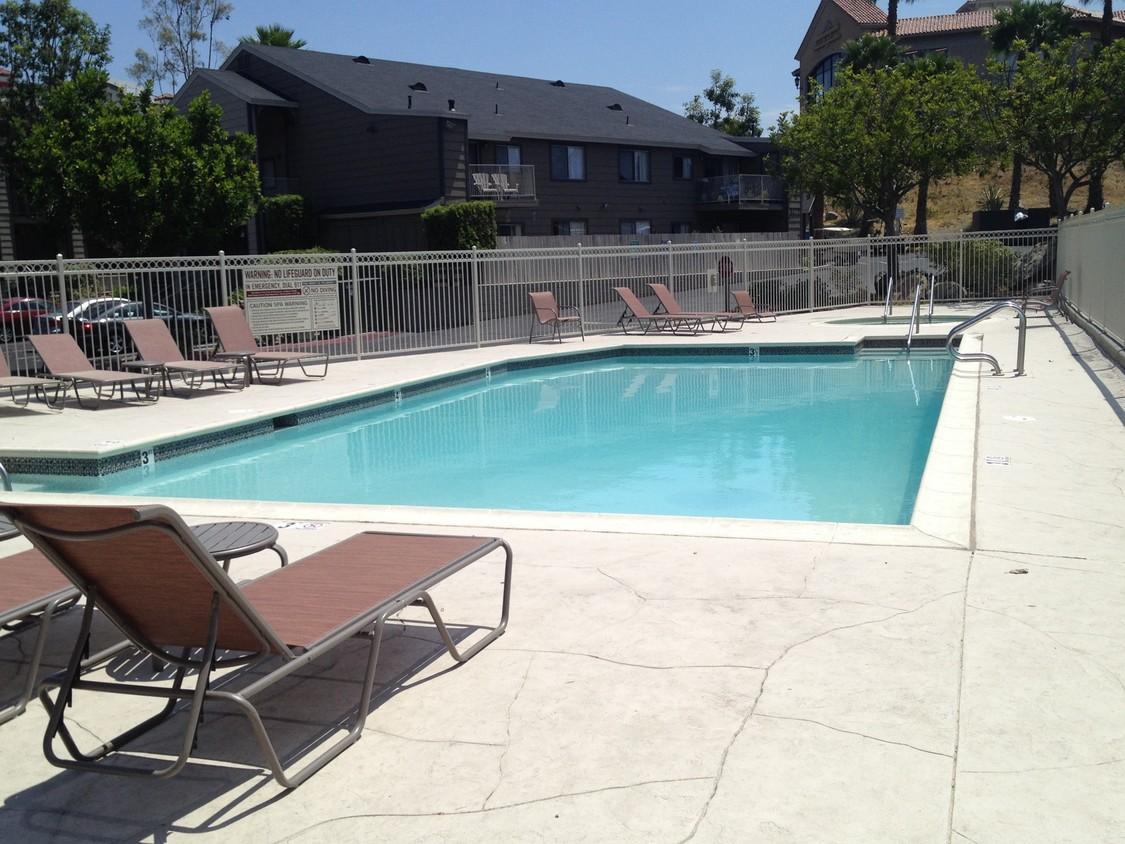 meadow-creek-apartments-san-marcos-ca-pool.jpg