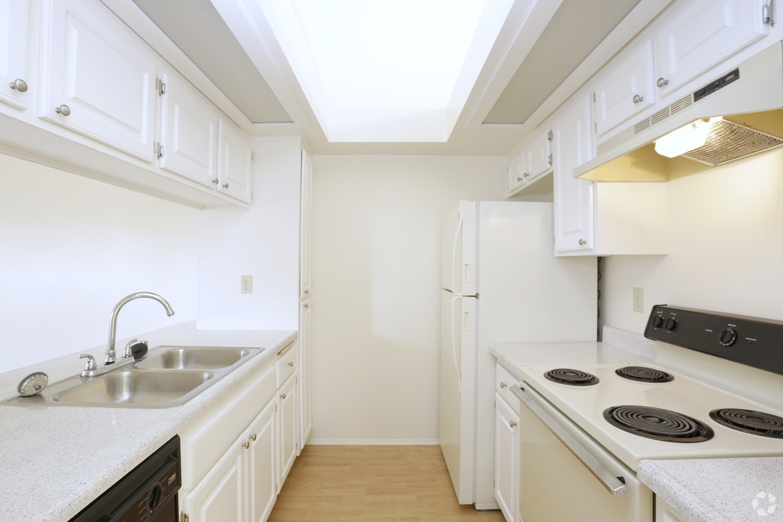 benchmark-apartments-san-marcos-ca-1-bedroom-800sf.jpg