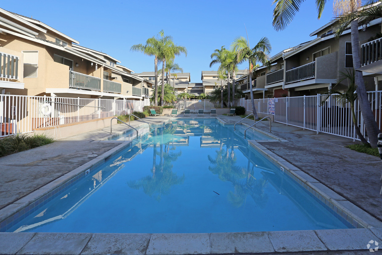benchmark-apartments-san-marcos-ca-pool.jpg